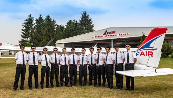 první piloti čína F Air