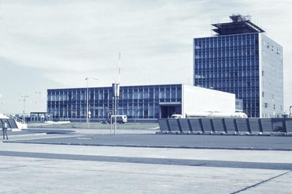 1971 budova posádek a technický blok Praha Ruzyně