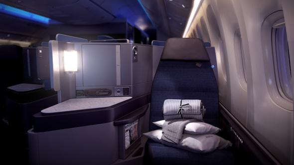 United Airlines Boeing B767 interiér v noci