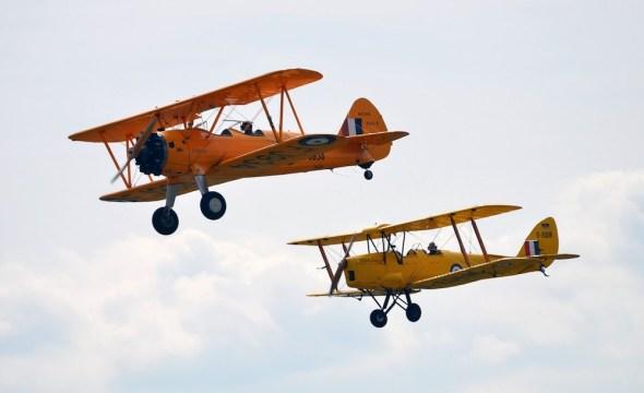 Boeing B 75 Stearman a De Havilland  Tiger Moth