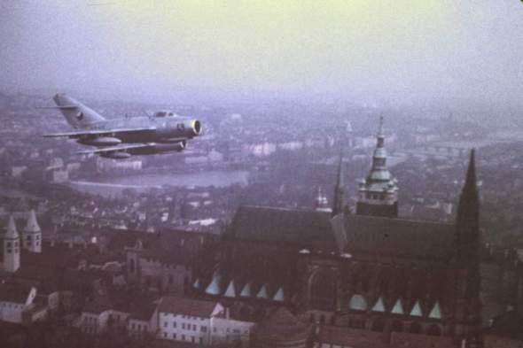 MiG 15 nad pražským hradem