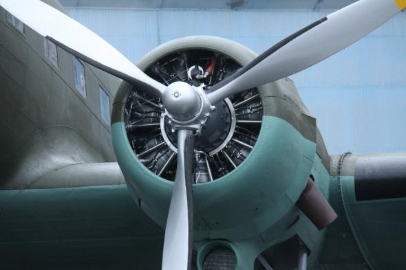 Douglas DC 3 VHÚ Praha motor