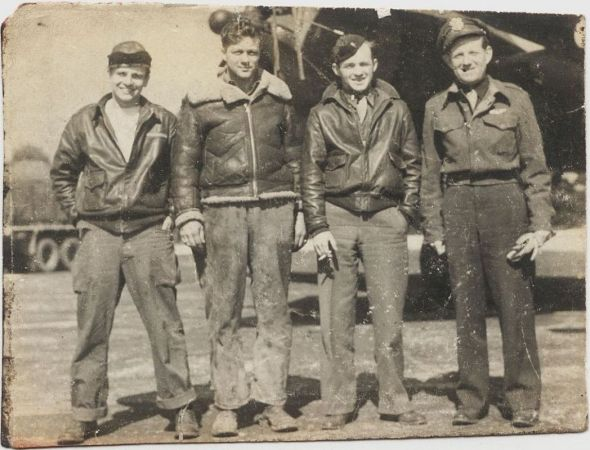 Jedna z původních posádek Dakoty