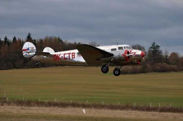 Lockheed L-10A Electra vzlet z letiště Točná