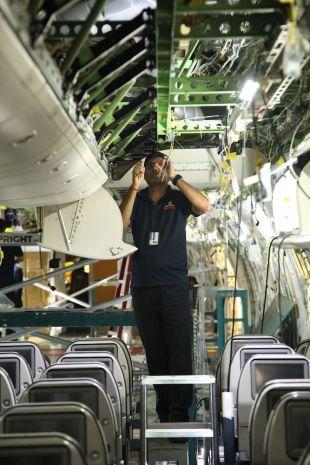 Boeing 777-200LR Emirates_rekonfigurace