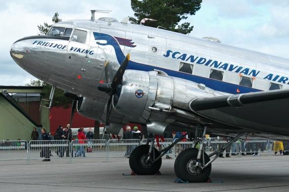 Douglas_C-47A_Dakota_SE-CFP_(8412632222)