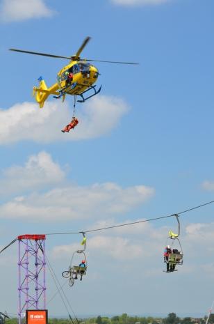 záchrana vrtulníkem z lanovky