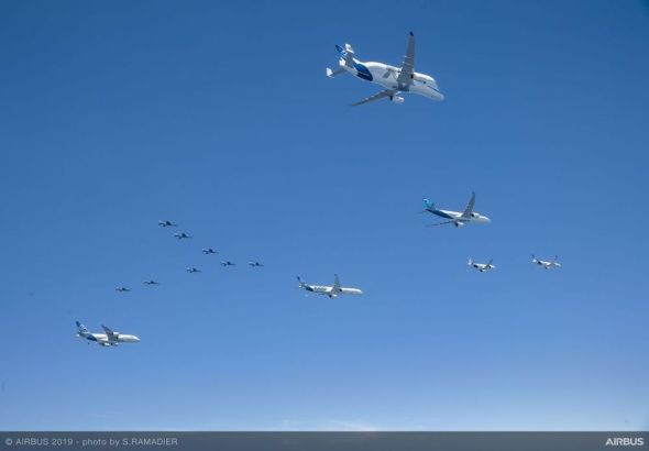 Airbus-50th-years-anniversary-formation-flight-air-to-air-with-patrouille-de-France-030