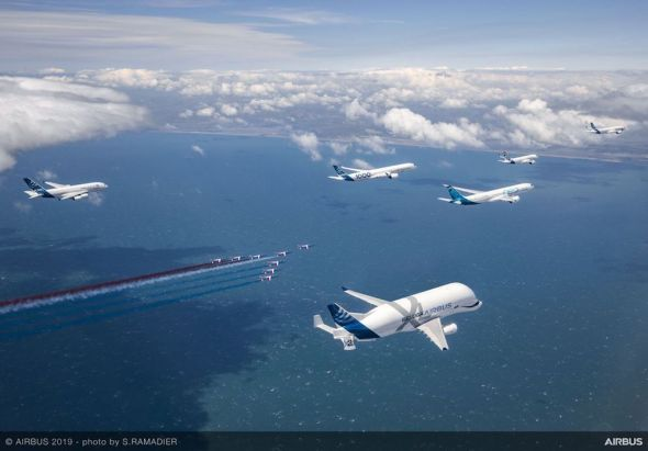 Airbus-50th-years-anniversary-formation-flight-air-to-air-with-patrouille-de-France-044