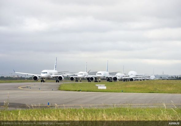 Airbus-50th-years-anniversary-formation-flight-taxiing-002