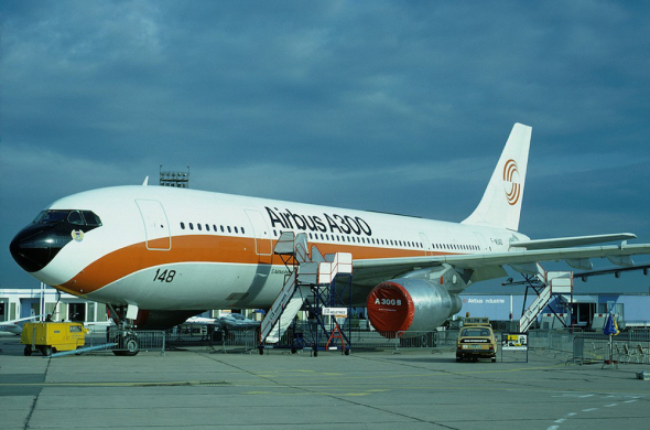 Airbus_A300B2-103_(F-WUAD)_at_Le_Bourget_Airport
