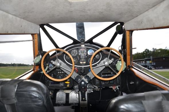 WACO YKS-6 kokpit