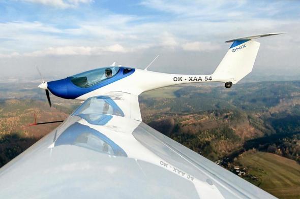 ΦNIX první let
