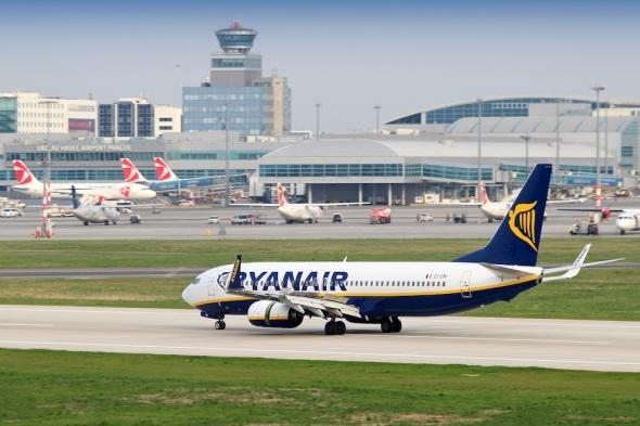 Boeing B 737 Ryanair letiště Praha LKPR