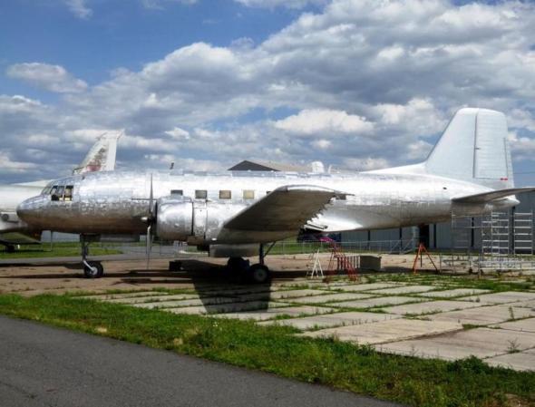 Avia Av-14 odstraněná barva nové potahy pohyblivých ploch
