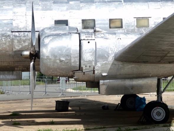 VHÚ Praha Kbely Avia Av-14 po odstranění barvy