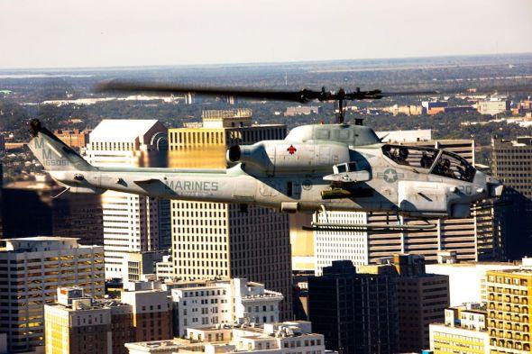 bitevní vrtulník Bell AH-1W americká námořní pěchota