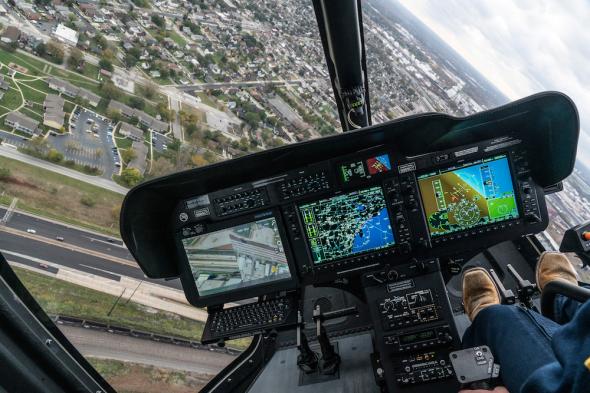 kokpit vrtulníku Bell 505 Rheinland Air Service
