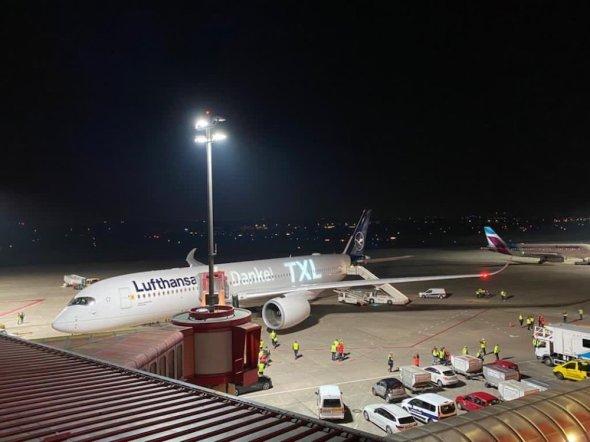 letiště Berlín Tegel v noci