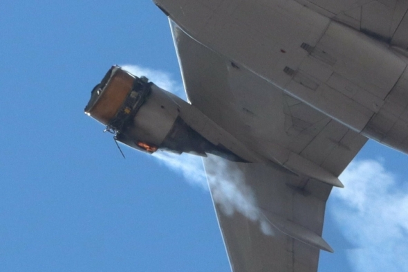 Boeing 777-222 United Airlines detail motoru