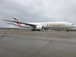 Emirates SkyCargo Boeing B 777 300ER mini-freighter v Praze